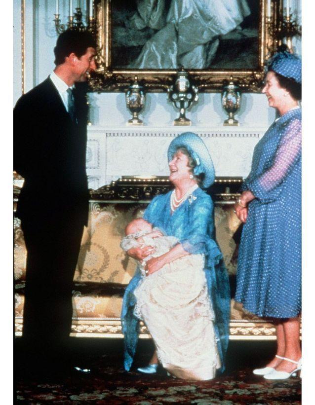 Avec la reine mère