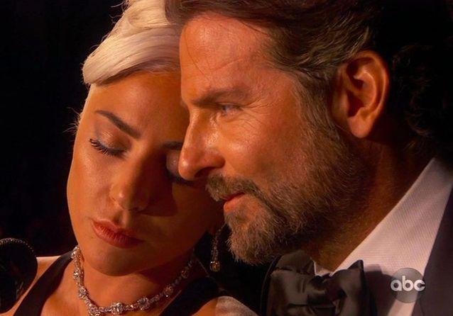 Bradley Cooper et Lady Gaga au piano