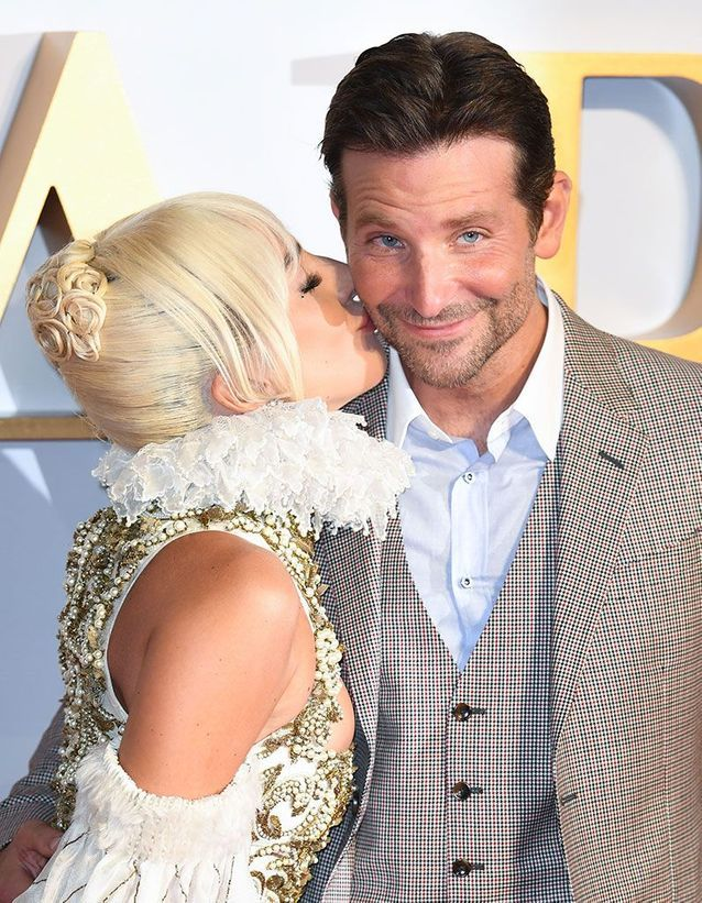 Tendre baiser de Lady Gaga à Bradley Cooper