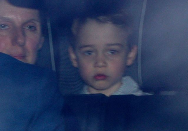 Ces photos du prince George se rendant au déjeuner de Noël de la reine vous vous rappeler votre enfance