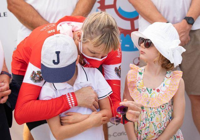 Charlène de Monaco, complice avec Jacques et Gabriella lors d'un défi sportif