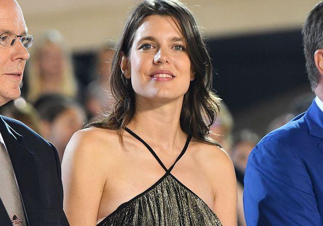 Charlotte Casiraghi enceinte dévoile ses jolies rondeurs à Monaco !