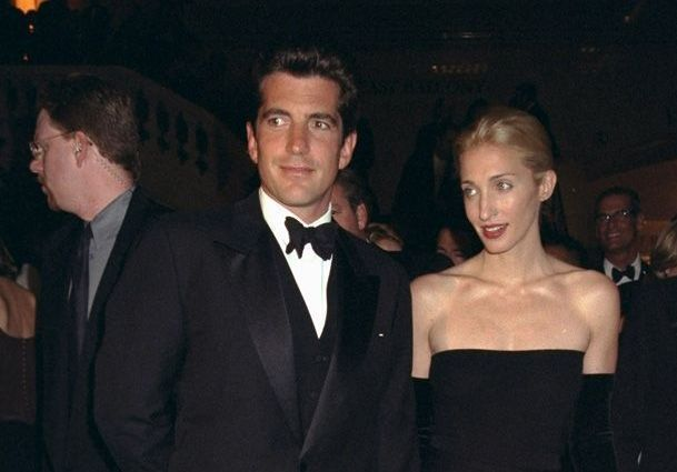 Couple de légende : John F. Kennedy Jr. et Carolyn Bessette, entre glamour et tragédie