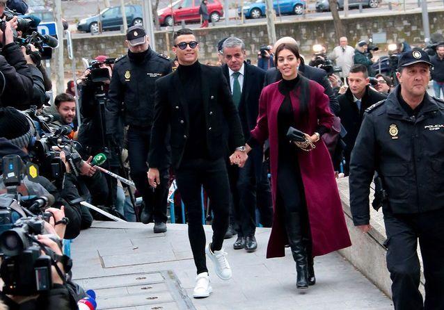 Cristiano Ronaldo : condamné à de la prison ferme, il sort du tribunal avec  le sourire - Elle