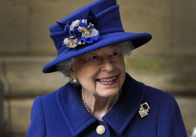 Elisabeth II : pourquoi elle a utilisé une canne pour la première fois depuis 17 ans ?