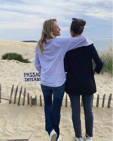 Estelle Lefébure et sa fille Ilona Smet à la dune du Pilat