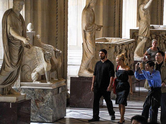 Pamela Anderson au musée du Louvre