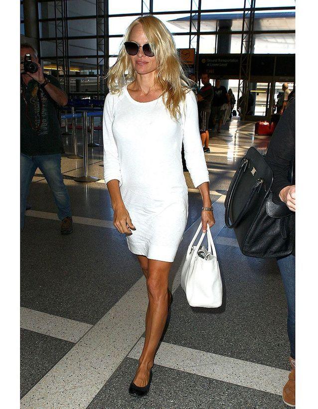 Pamela Anderson lassée par ses prothèses mammaires ?
