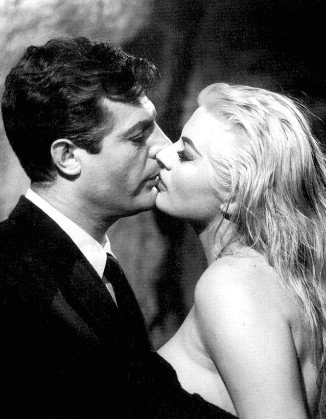 "Anita Ekberg et Marcello Mastroianni dans ""La Dolce Vita"" (1960)"