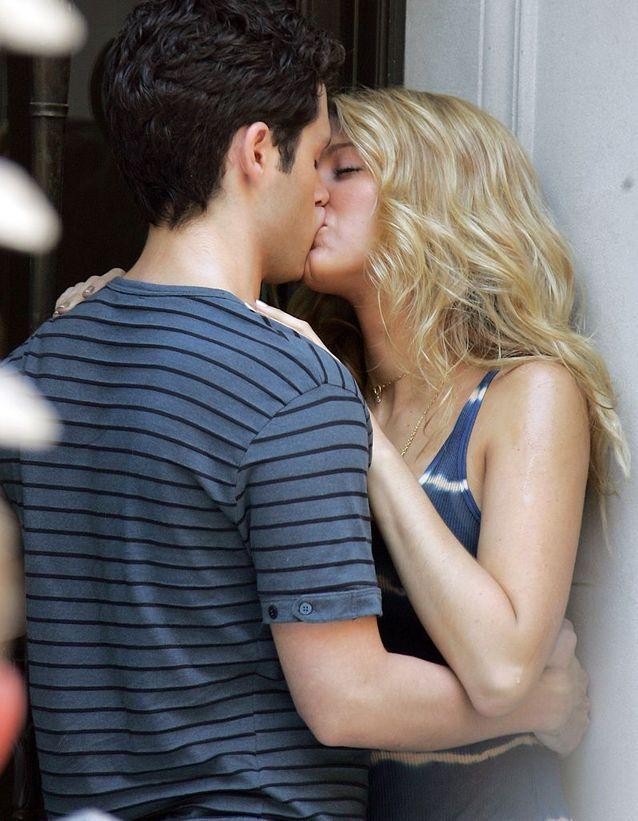 """Blake Lively et Penn Badgley dans """"Gossip Girl"""" (2008)"""