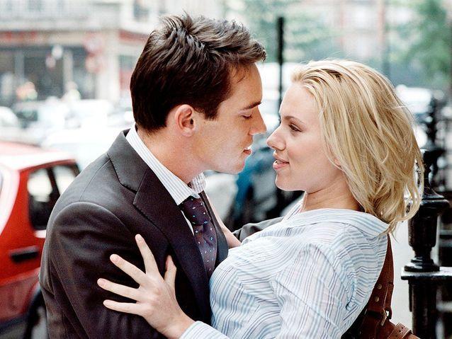 "Scarlett Johansson et Jonathan Rhys-Meyer dans ""Match Point"" (2005)"