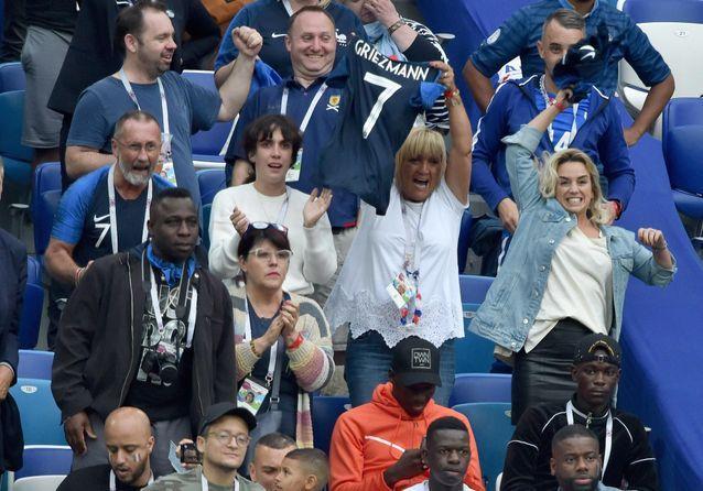 France-Uruguay : les femmes des Bleus déchaînées dans les tribunes