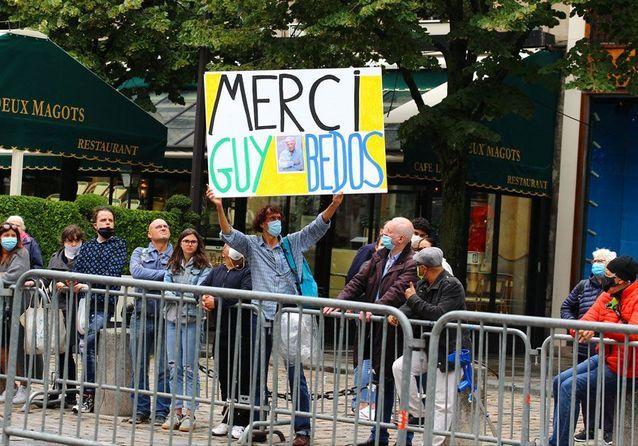 Guy Bedos : des centaines de personnes rassemblées pour lui faire leurs adieux
