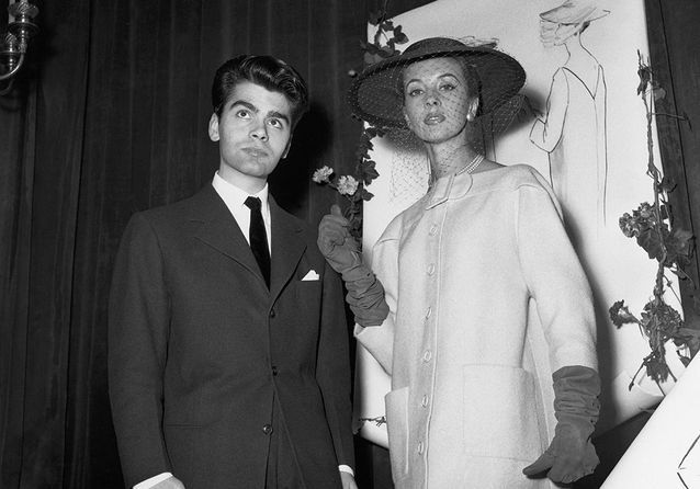Il gagne le premier prix de la Fashion Design Competition (1954)