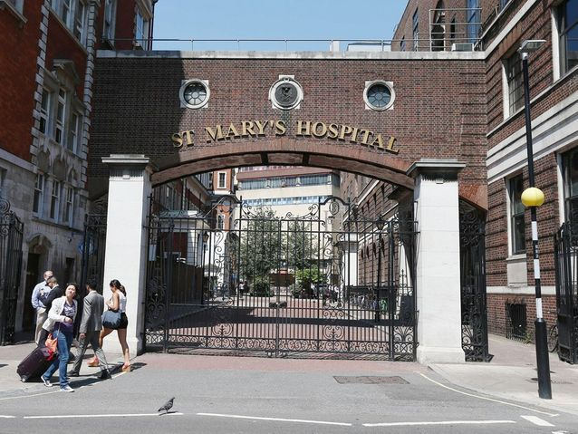 Les abords de l'hôpital St Mary, à Londres
