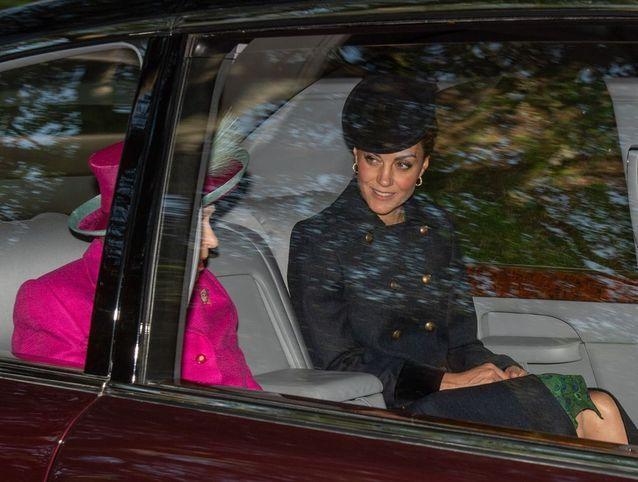Kate Middleton et la reine Elizabeth II discutent ensemble