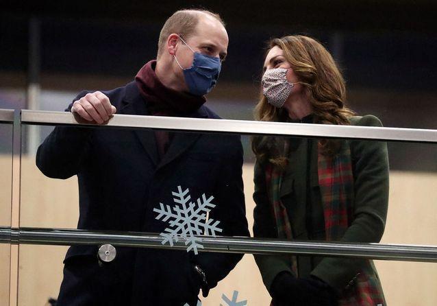 Kate Middleton et le prince William complices au départ de leur tournée officielle