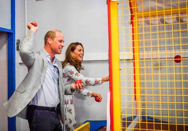 Kate Middleton et le prince William : duo complice dans une salle de jeux !