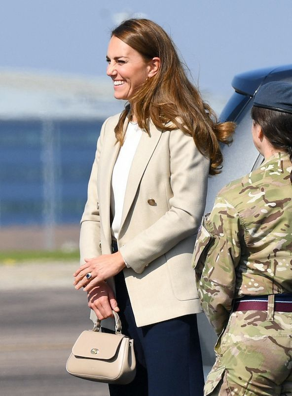 Kate Middleton est en sortie dans la station de la Royal Air Force du Oxforshire