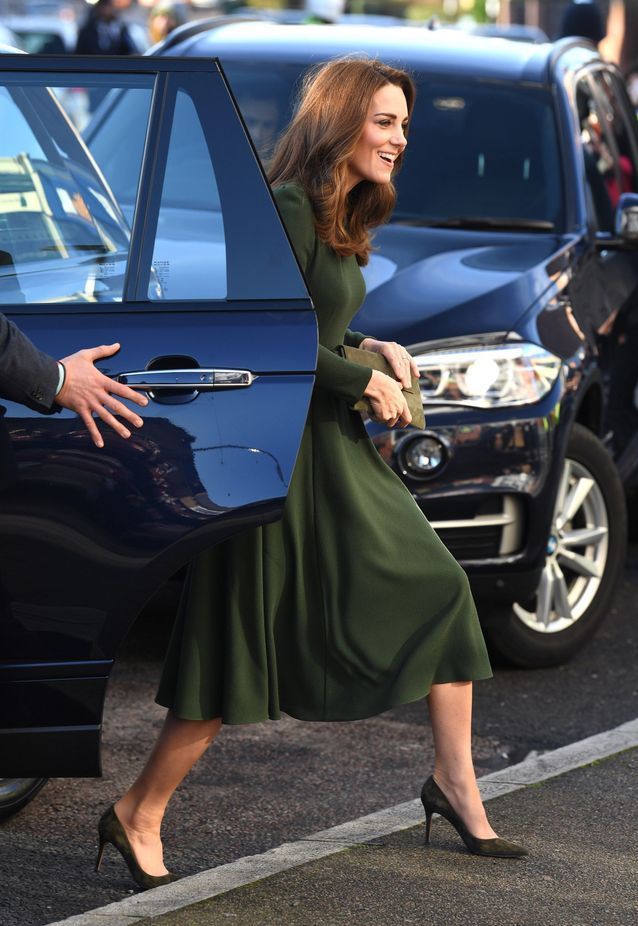 Kate Middleton sort de la voiture