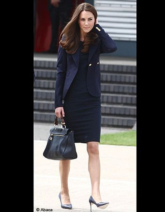 People tendance mode kate middleton canada ensemble bleumarine