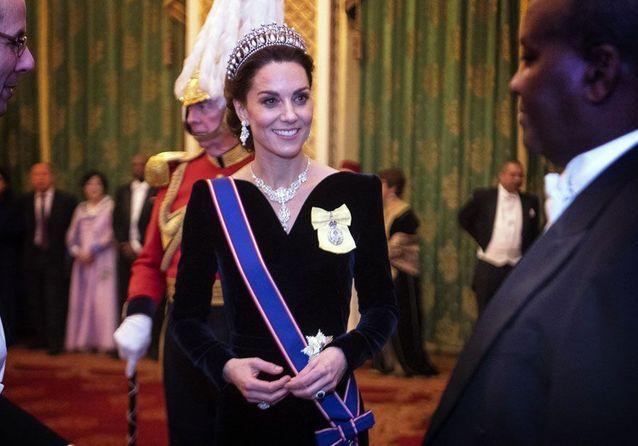 Kate Middleton : sublime en robe noire pour une soirée à Buckingham Palace