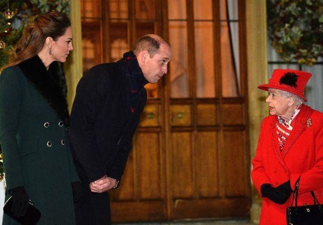 Kate Middleton sublime face à Elizabeth II : la famille royale se réunit à Windsor