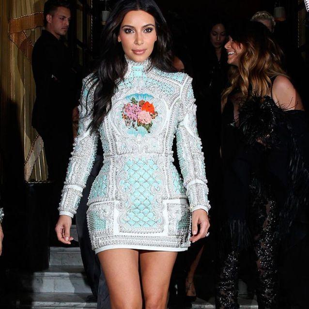 Kim Kardashian en robe Balmain