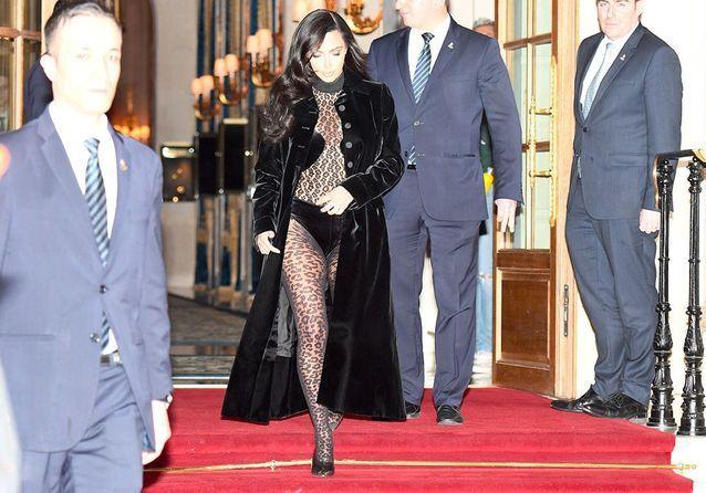 Kim Kardashian : sa tenue surprenante pour affronter le déluge à Paris