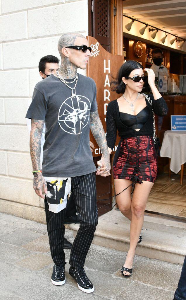Kourtney Kardashian et Travis Barker dans les rues de Venise