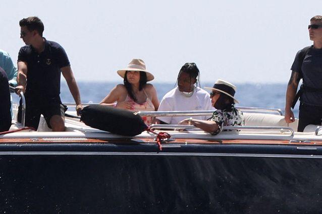 Kylie Jenner, Travis Scott et Kris Jenner au large de l'Italie