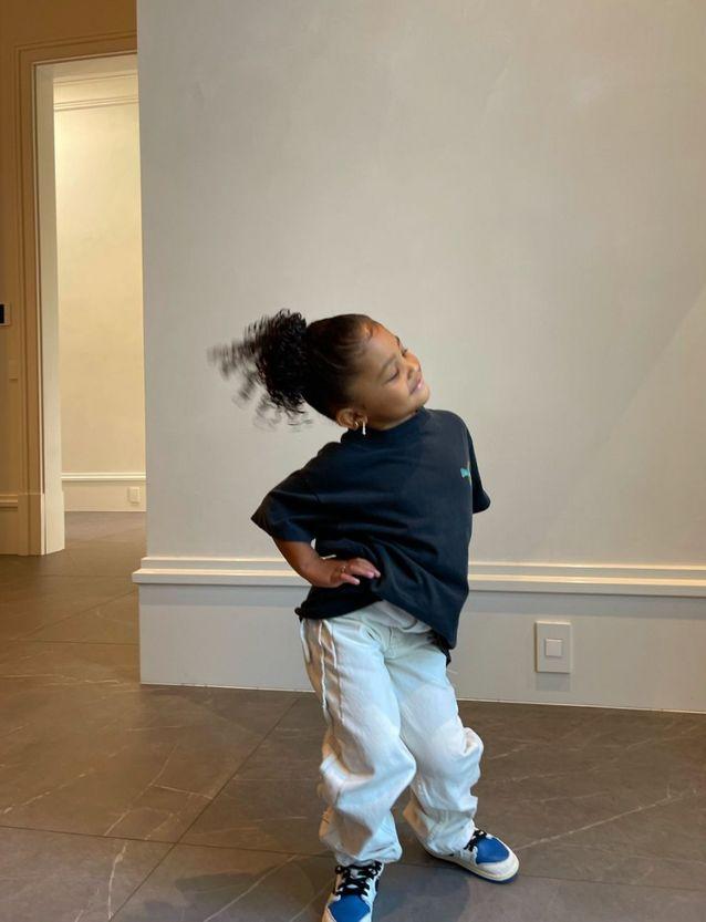A 3 ans, elle pose déjà comme une grande sur Instagram