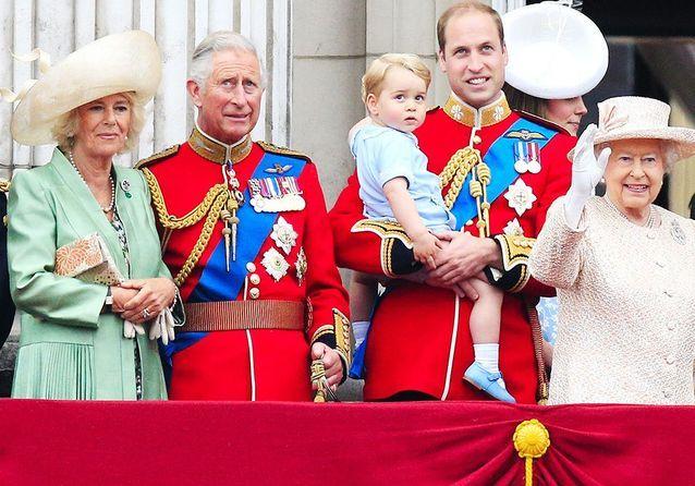 Le prince Charles, du scandale Lady Di au grand-père gaga