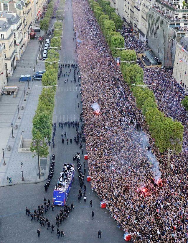 L'arrivée des Bleus sur les Champs-Elysées
