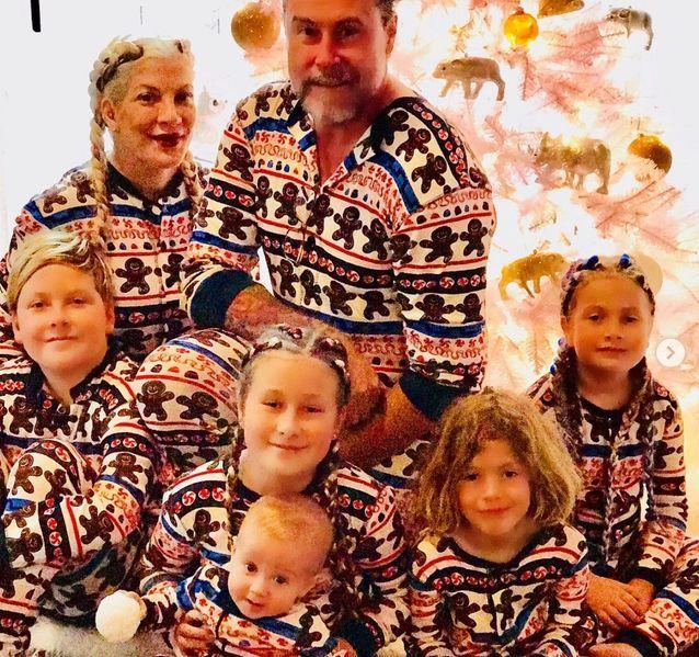 Tori Spelling, son mari et leurs 5 enfants