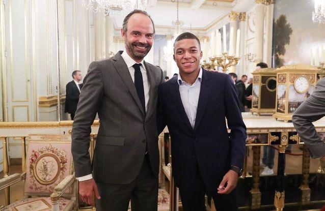 Le Premier ministre Édouard Philippe avec Kylian Mbappé