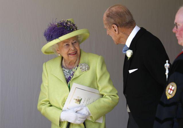 Mariage du prince Harry et Meghan Markle : la reine Élizabeth II très élégante pour le Jour J