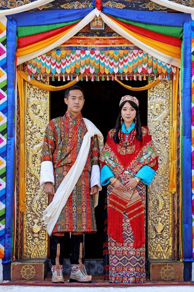 Le couple royal bhoutanais dans leurs habits traditionnels