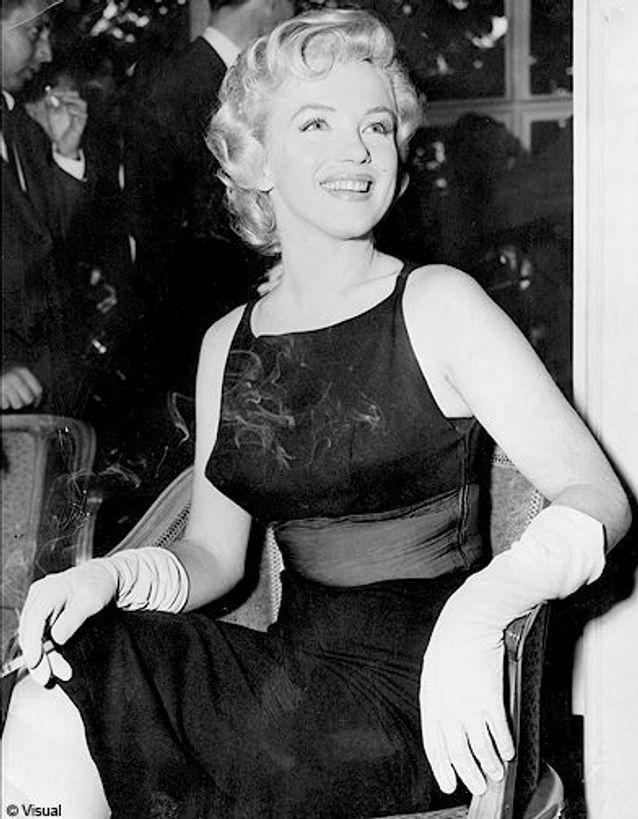A Londres, lors d'une conférence de presse, 1952