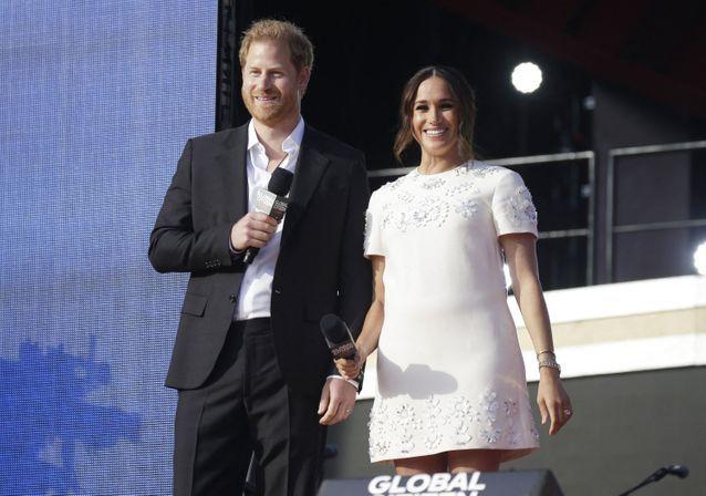 Meghan Markle et le prince Harry sont apparus tout sourire devant la foule