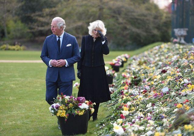 Mort du prince Philip : l'émotion de Charles et Camilla en découvrant les hommages du peuple