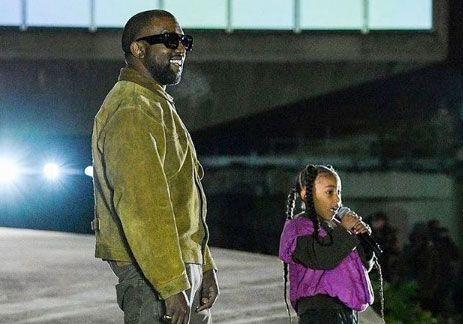 North West : petite star du défilé de son père Kanye West
