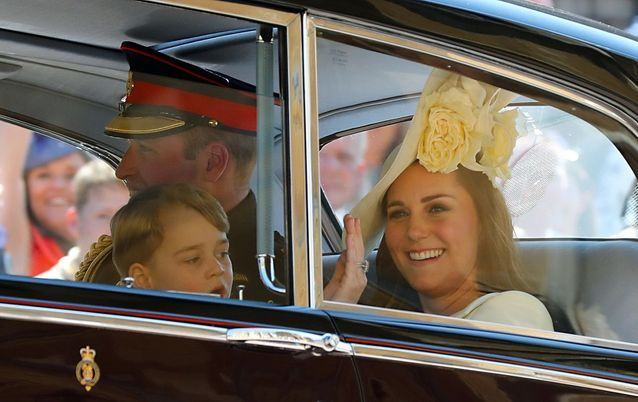 Kate Middleton est arrivée en voiture avec le prince William, George et Charlotte