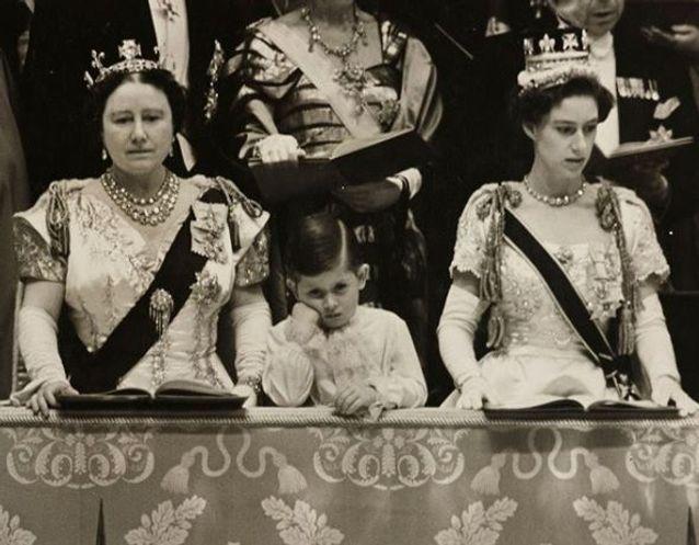 Le prince Charles au couronnement sa mère Elizabeth II en 1953