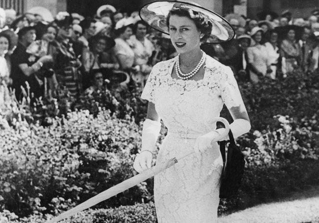 Elizabeth II: 95 ans de robes royales