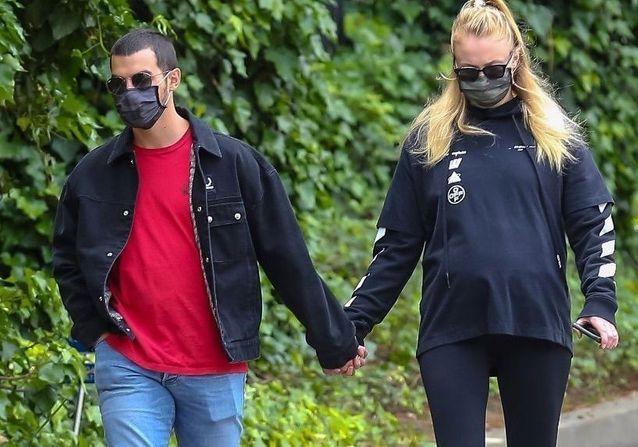 Sophie Turner enceinte de Joe Jonas : les photos du couple à Los Angeles