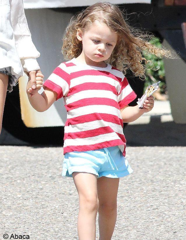 On adopte cette mini fashionista et ses petites bouclettes !