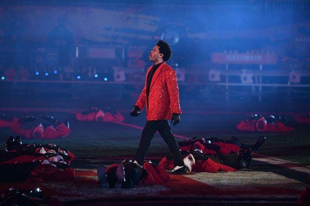 The Weeknd et ses danseurs à la mi-temps du Super Bowl