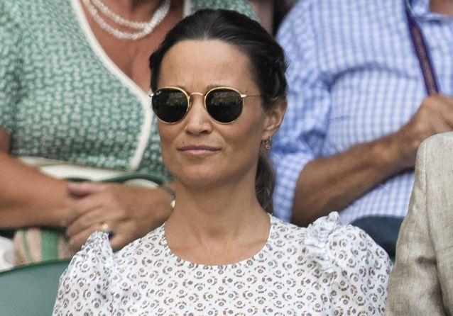 Wimbledon : Pippa Middleton dévoile son ventre arrondi dans une jolie robe