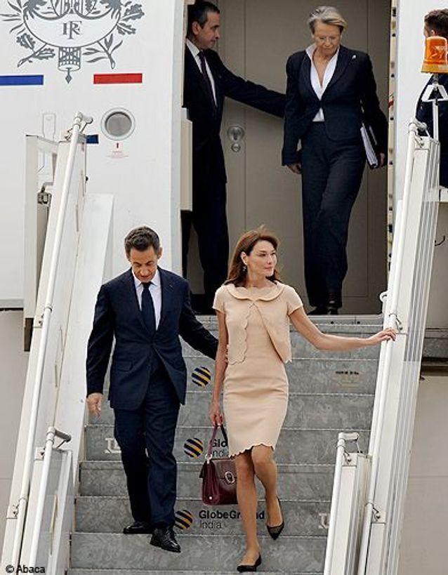 People diaporama carla bruni inde descente avion